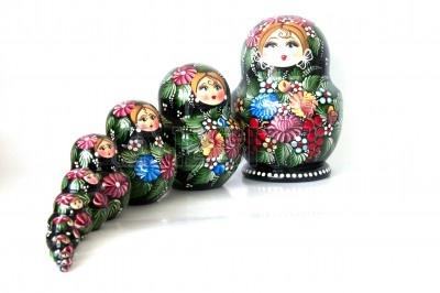 14178221-munecas-rusas--artesania-matrioska-de-madera-moderna-de-moscu-rusia