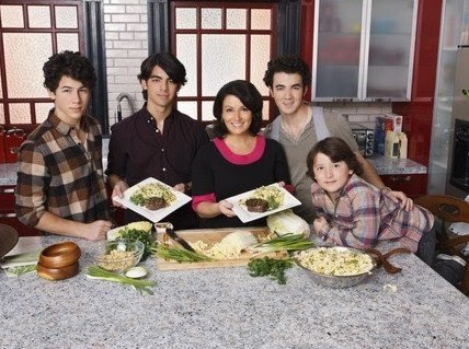 jonas-brothers-mother-day-02